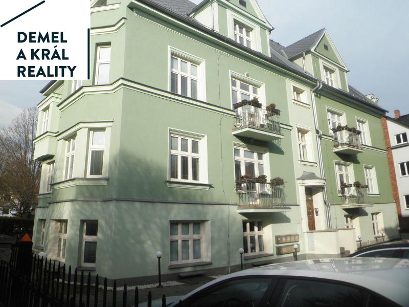 Pronájem kanceláří o výměře 106 m2 v Komenského sadech.