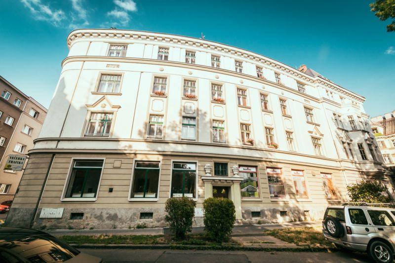 Rekonstruovaný byt 4+1 o výměře 121 m2 v Komenského sadech.